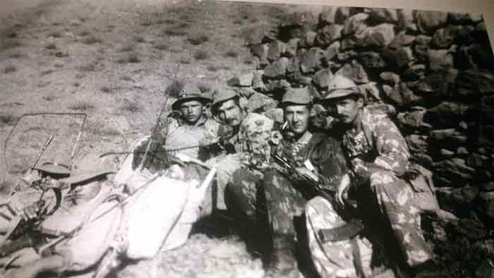 Джелалабад-1986 г - привал перед броском. Третий слева-командир РР «Хасан» (Хасанов Радик)